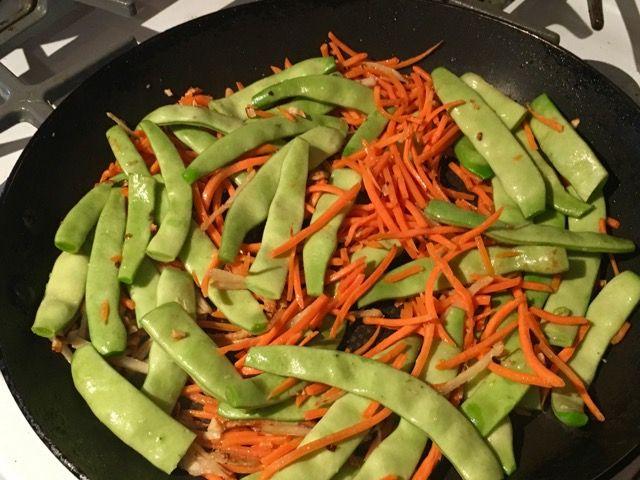 """Ну, вот вам еще одно вкусное и душевное блюдо из китайско-американской кулинарии! Говядина с имбирем (англ. """"ginger beef"""") по принципу пр..."""