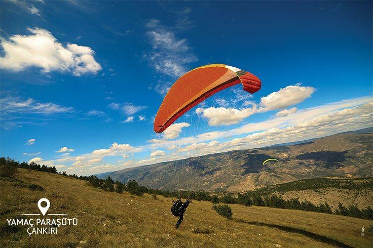 """Çankırı'nın Bayramören ilçesinde yamaç paraşütü yapabileceğinizi biliyor muydunuz?  Bayramören, Ilgaz Dağı'nın muhteşem manzarasına karşı uçmak isteyenler için, bilhassa """"Cross- Country"""" olarak adlandırılan uzun mesafe uçuşlarına uygundur. #cankiri #cankiritravel"""