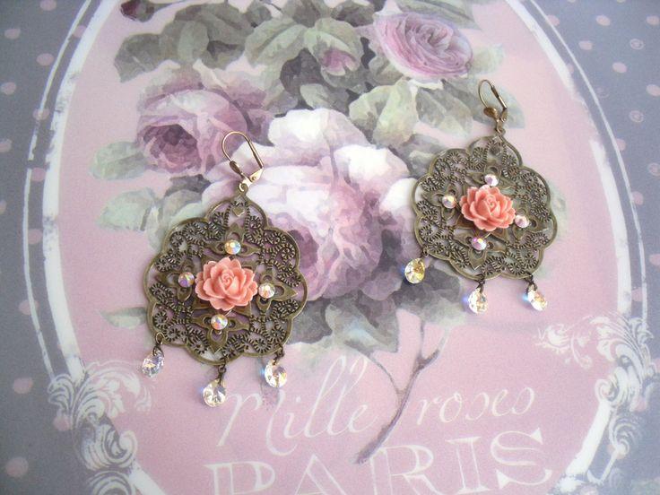 """Boucle d'oreille vintage strass métal bronze et fleurs en résine """"Alabina"""" : Boucles d'oreille par les-tresors-de-lulubelle"""