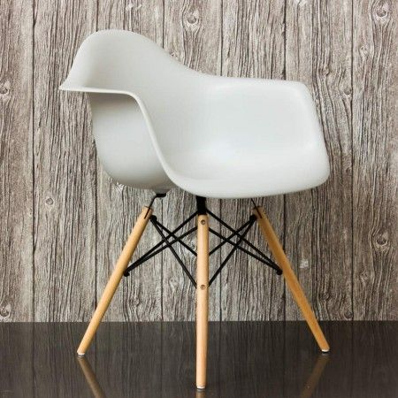 white eames chair <3