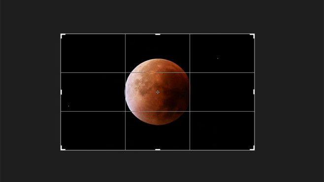 Zuschneiden des Mondes War das Teleobjektiv nicht lang genug, ist der Mond auf dem Foto recht klein. Schneiden Sie deshalb am Computer mit einem Bildbearbeitungsprogramm rundherum etwas von der schwarzen Fläche ab.