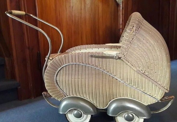 die besten 25 puppenwagen korb ideen auf pinterest puppenwagen puppenwagen buggy und kinderw gen. Black Bedroom Furniture Sets. Home Design Ideas
