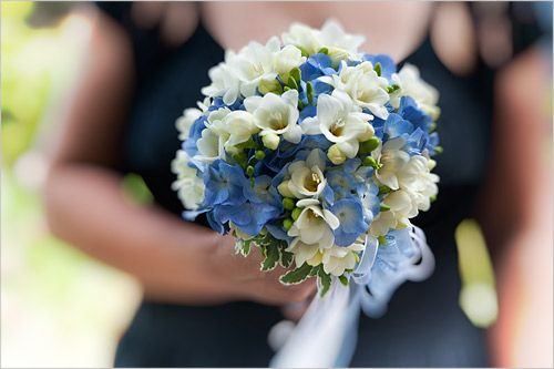 bouquet-sposa-azzurro-ortensie-fresie