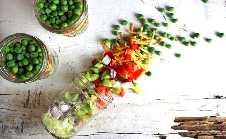 Salada no pote de vidro: comida saudável e prática