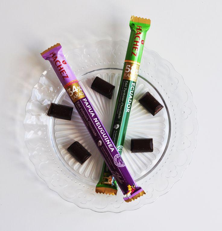 Im praktischen Stick-Format passt diese edle Schokolade perfekt in Handtasche und Co. Und ist genau das richtige, für eine kleine süße Pause...