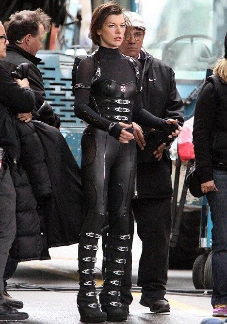 Milla Jovovich Spotted On Underworld Resident Evil: Retribution Set In New Costume!