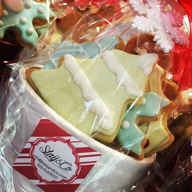 Back again but this time for the holidays @staijandco Christmas cookies!!! Perfect gift for all the cookie lovers in your life!!! #cookies #Christmas #GreekBakery #Toronto