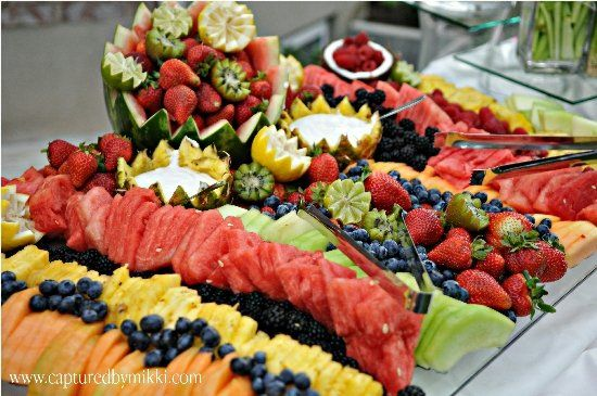 this is an attractive fruit display....and not difficult to achieve