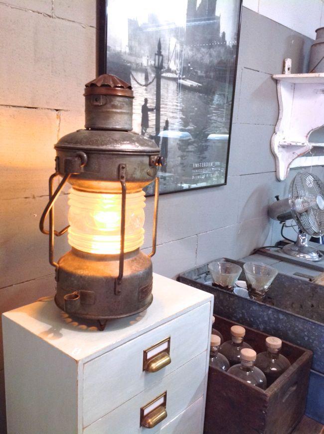 Gaaf! Oude scheepslamp bij www.binnenenzoo.nl