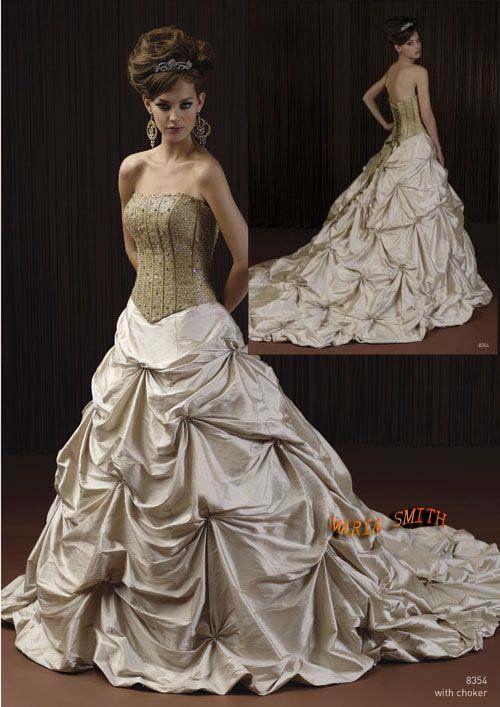 Pirate wedding dress skirt   Keywords: #weddings #jevelweddingplanning Follow Us: www.jevelweddingplanning.com  www.facebook.com/jevelweddingplanning/