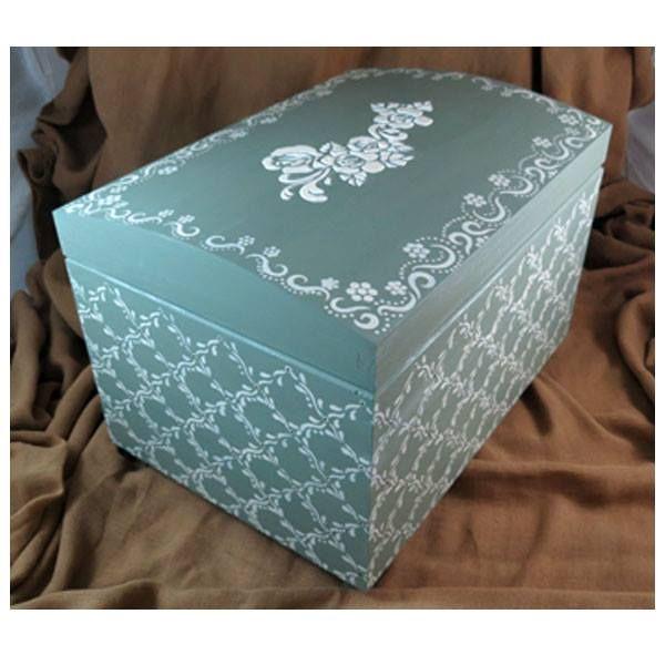 Μπαουλο με χρωματα κιμωλιας, στενσιλ και αναγλυφα εφε. Wooden box painted with chalky colours, stencils and embossed effect