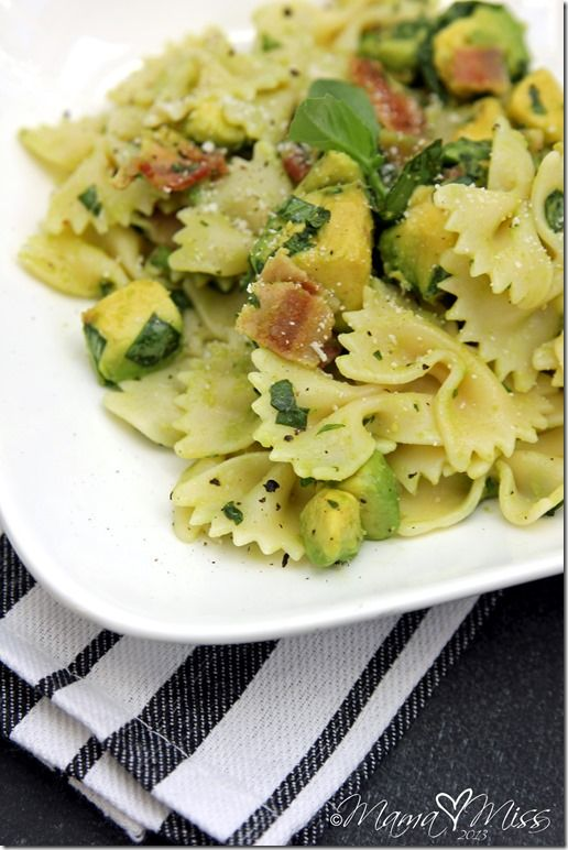Bacon Basil Avocado Pasta #bacon #avocado #pasta - our mods: -food processor to make sauce, add scoop of Greek yogurt, extra olive oil to thin it, heat sauce a little before adding to pasta. Added blackened chicken.