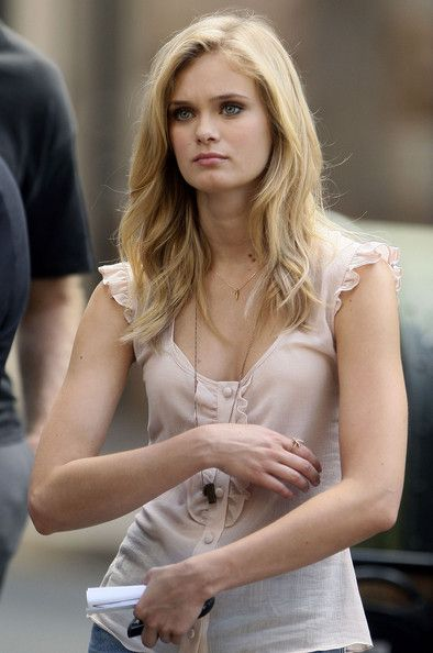Aquamarine Sara Paxton Hairstyles, Blonde Curls with Side Bangs Hair ...