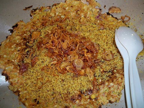 Kerak Telor is native foods Jakarta (Betawi), with the ingredients of white glutinous rice, chicken egg, ebi (shrimp marinated dried) dry roasted plus fried onion, mashed and flavored with a toasted coconut, red chili, kencur , ginger, pepper grains, salt and sugar