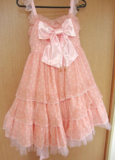 I want to make something similar to have as pajamas! The pink, poka dots, and bow are just too cute!
