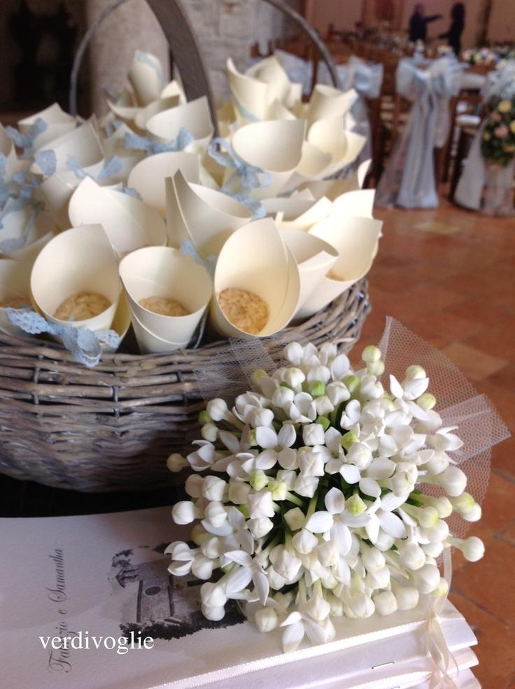 bouquet della damigella e conetti porta riso. matrimonio in Umbria. Italy wedding