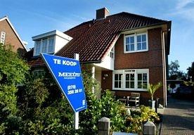 11-Apr-2013 10:03 - HUIZENVERKOOP STERK GEDAALD IN EERSTE KWARTAAL. De huizenverkoop is sterk gedaald in het eerste kwartaal ten opzichte van eind vorig jaar. Dat blijkt uit de nieuwe cijfers van de NVM, Nederlands grootste makelaarsvereniging (bijna 4.000 leden).
