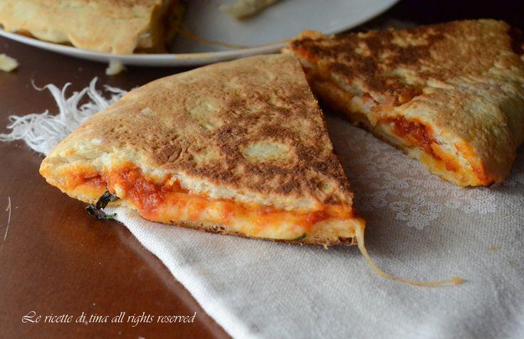 pizza in padella,pizza farcita in padella,pizza con lievito istantaneo
