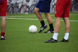 Internationalisierung von Profi-Fußballclubs: FAU-Wirtschaftswissenschaftler Dr. Daniel Maderer hat untersucht, wie die Profis der Deutschen Fußball-Liga neue und lukrative Märkte im Ausland erschließen. (Bild: Colourbox.de)