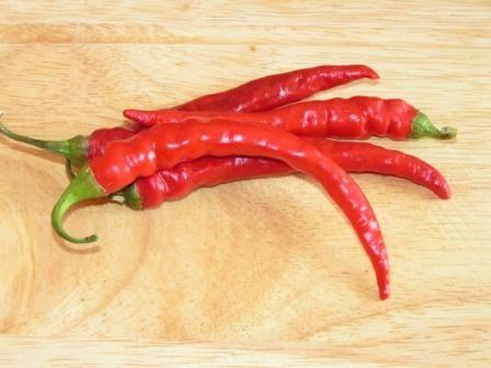 Milovníci pikantných jedál pozor! Máme pre vás jeden z najpopulárnejších receptov na zaváranie baraních rohov. Takýmto spôsobom sa dajú pripraviť aj akékoľvek chilly papričky.