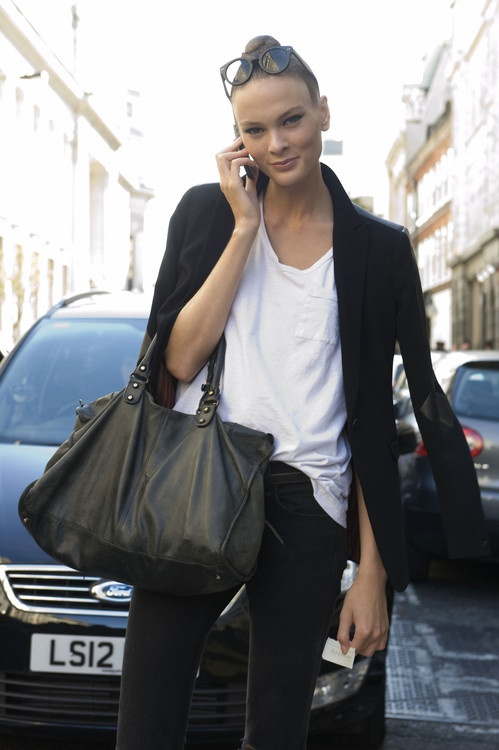bolso negro y blazer