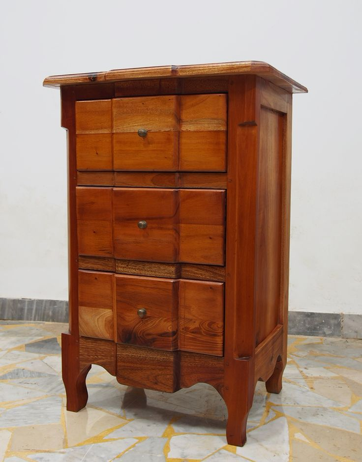 Bedside table in mahogany solid wood. H: 74 cm - W: 50 cm - D: 36 cm.