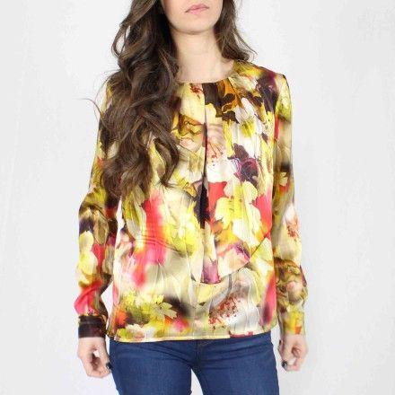 http://kabak.es/producto/blusa-estampada-flores-doradas/