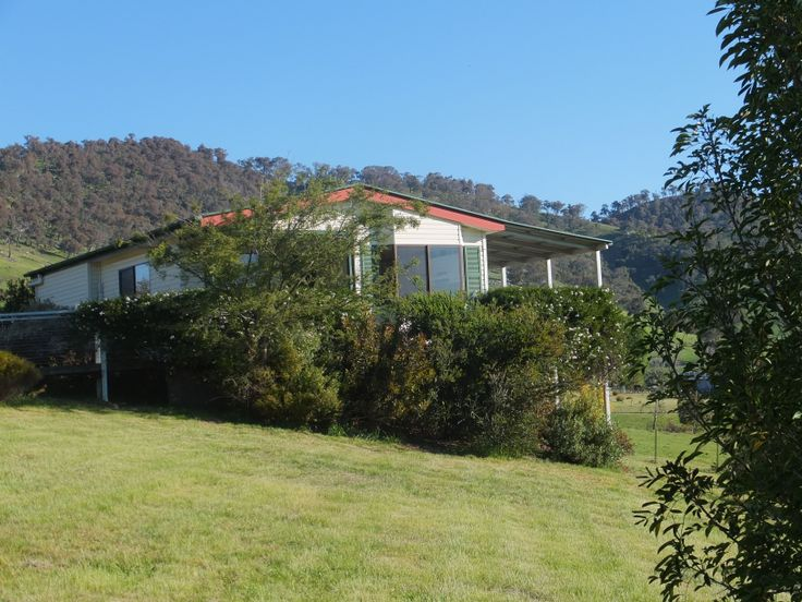 BlueGum cottage has a queen size bed in the main bedroom and a double bunk in the second bedroom. Lounge room, eat in area, fully equipped kitchen, laundry with washing machine and dyer, and bathroom with shower. Reverse cycle heating and cooling, TV, DVD, and CD player. http://www.elmcottage.com.au/cottages