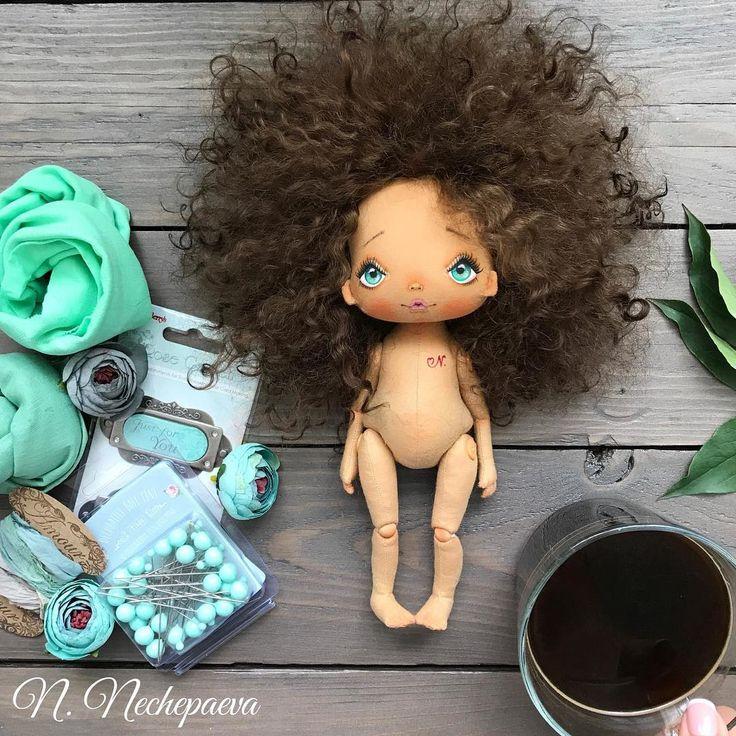 Милые мои, доброе утро ☕️! Спасибо, каждому из вас - за комментарии, советы и ❤️!!! Все куклы уже с причёсками и ждут свои наряды #начинаюкроить . Всем плодотворного дня и хорошего настроения