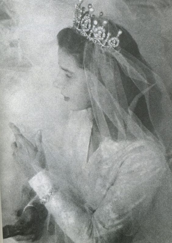 A lovely profile image of Cayetana, the late Duchess of Alba, when she wed her first husband in 1947