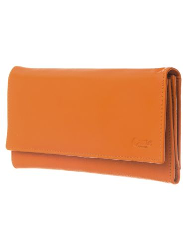 Made from 100% leather, this clutch wallet is ideal for keeping your cash safe at hand.
