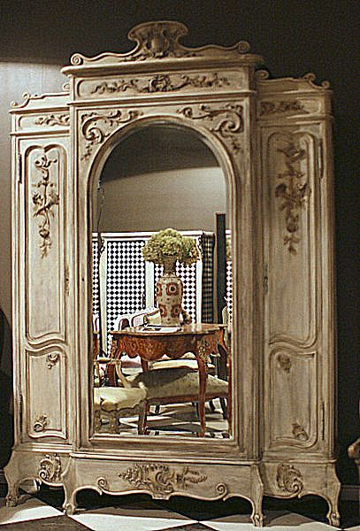 French Luis XV  cabinet from the early twentieth century