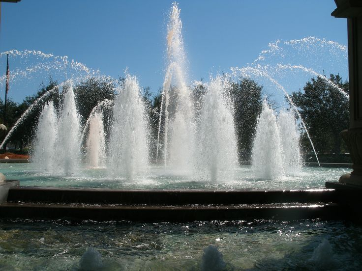 Gorgeous fountain outside the Horseshoe casino Shreveport.