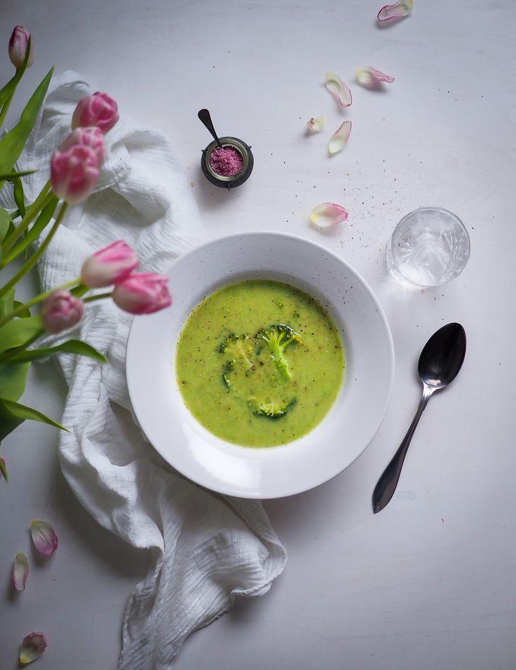 Vihreä valkopapukeitto on täydellistä arkiruokaa: aivotonta, nopeaa, edullista, ruokaisaa ja jotenkin jännästi enemmän kuin osiensa summa.