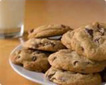 KitchenAid's recipe for chocolate chip cookies- fluffy pillows of tastiness! Crisp edges, soft centers. Original recipe calls for 1.5tsp vanilla extract.