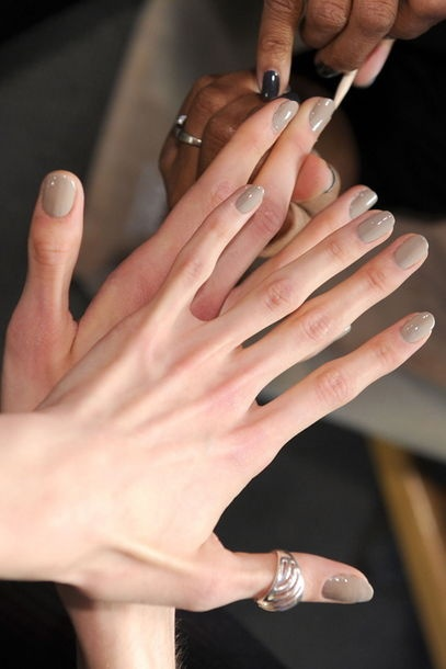 ber ideen zu graues nagellack auf pinterest graue n gel nagellack und fingern gel. Black Bedroom Furniture Sets. Home Design Ideas