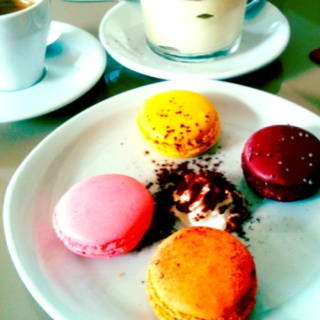 Macarones in Marais | adoration | Pinterest