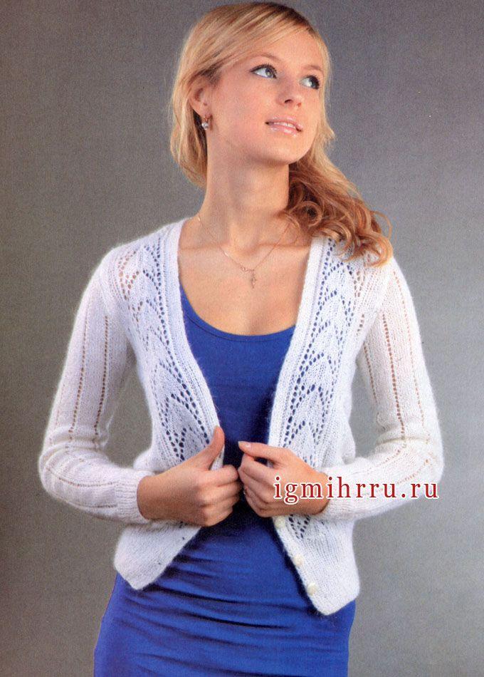 Женственный белый жакет с ажурными полосами. Спицы