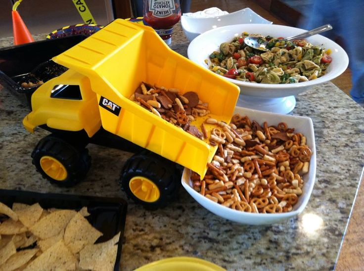 Construction Theme Birthday Party / Handy Manny / Bob the Builder / 4th Birthday / Toddler Birthday / Boy Birthday Party / Dump Truck / Food / Gardettos