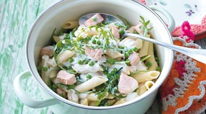 pasta met zalm, erwten en creme fraiche