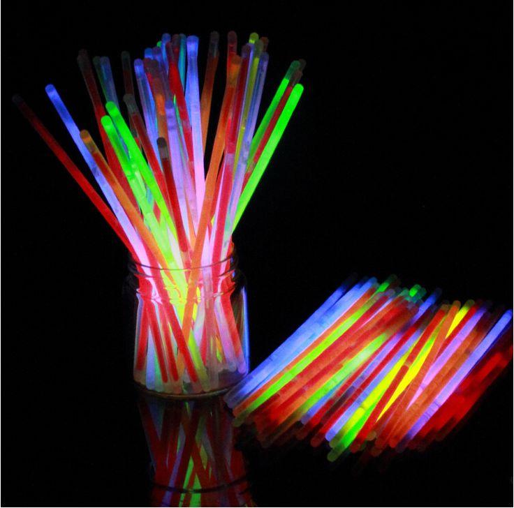 Купить 100 шт. Многоцветный Fun Glow Флуоресценции Палку Браслеты Неоновые Яркие СВЕТОДИОДНЫЕ Игрушки Свет Для Xmas Партии Событий Украшенияи другие товары категории Оригинальные светильникив магазине Lighting for Joy StoreнаAliExpress. Игрушка и игрушка павлин