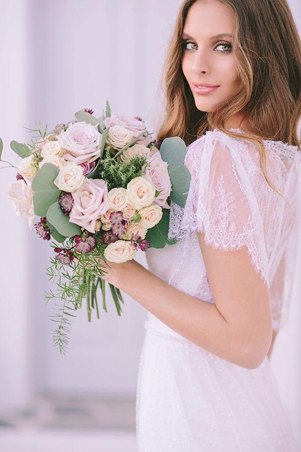 νυφικη-ανθοδεσμη-ιβουαρ-τριανταφυλλα #KOKKINOSFLOWERS #FLORALCULTURE #BRIDALBOUQUET #WEDDING #DECORATION