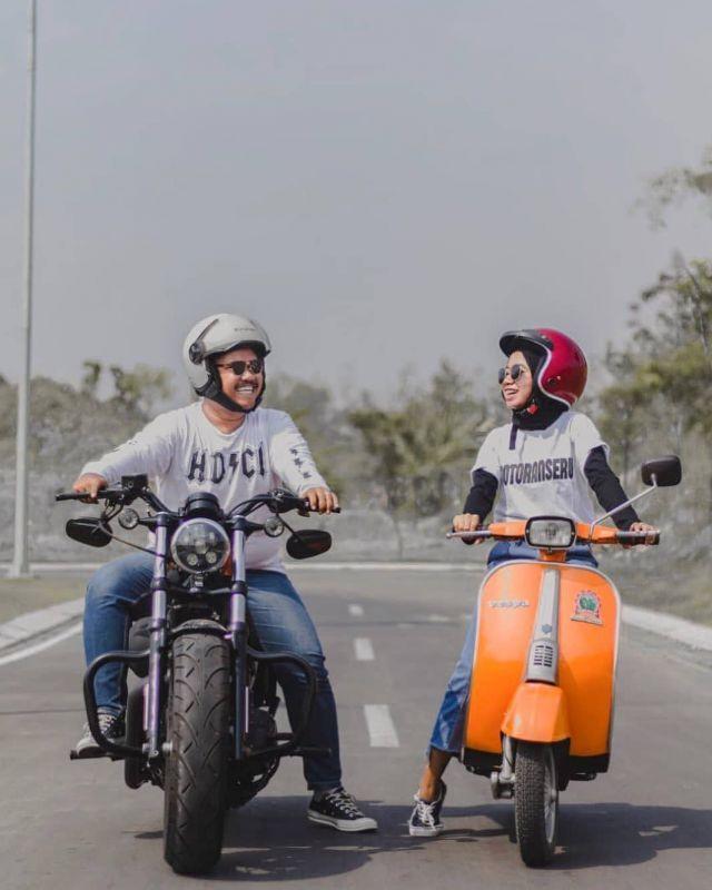 Prewedding Kasual Tak Bersentuhan Motorcyle Couples Riding