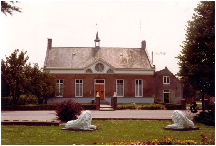 Wintelre, Pastorie St. Willibrordusparochie, Willibrordusstraat 38. Merkelbach, R. (fotograaf) - 1981