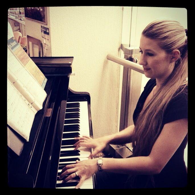 Playing some tunes @ The Baby Grand Lounge Www.carlamkeeley.com www.facebook.com/PianistCarlaMKeeley  #pianist #goldcoastpianist #piano play #pianocafe #goldcoastcafe #thebabygrandlounge #piano music #livepianomusic #jazzpiano #standardspiano #easylisteningpiano #pianogig