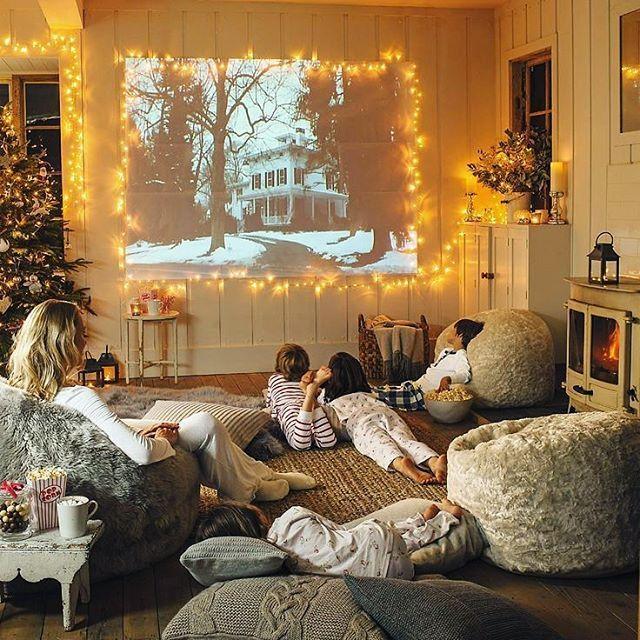 До нового года остается всего несколько дней. Жизнь на улице кипит в предвкушении праздника, а дома хочется проводить время с семьей. Мы составили для вас подборку самых добрых, душевных и светлых новогодних фильмов и мультфильмов, чтобы вы могли немного отдохнуть, создать себе праздничное настроение и зарядиться положительными эмоциями. Вас ждут 12 фильмов и 10 мультфильмов, так что уютные праздники вам обеспечены! - День сурка - Хранитель времени - Реальная Любовь - Принц Щелкунчик…