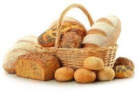 Entre las especialidades relacionadas con la harina de maíz encontramos la borona (boroña, hogaza redonda de pan duro hecho a base de harina de maíz), las fariñes, farrapes o papas (gachas), la rapa (especie de borona en cuya masa se meten trozos de tocino), el neno, la pegarata (especie de empanada rellena de chorizo, jamón y huevo cocido), los tortos (pequeñas tortas de maíz doradas en sartén), los formigos, el muy tradicional pan de escanda (cereal endémico de Asturias, de grano duro y…