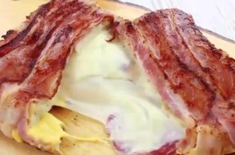 Zutaten: Toastbrot Chesterkäse Mozzarella Salami Bacon Zubereitung: Für ein Bacon Käse Sandwich braucht man 2 Scheiben Toastbrot. Eines der Toast wird mit CHesterkäse belegt und die andere Hälfte mit Mozzarella sowie Salami. Dann wird das ganze zusammengeklappt und außenrum mit Bacon umwickelt. Das kommt dann bei mittlerer Hitze mit viel Butter in die Pfanne, für …