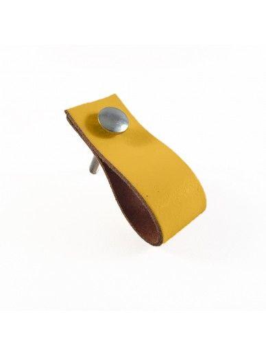 Leren handgreepjes koop je goedkoop online bij www.oliveandmint.nl. De leather handles zijn van leer en verkrijgbaar met een of twee slotbouten.