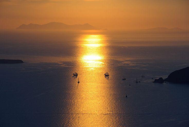 Santorini sunset #weddinginsantorini #santoriniwedding #santorini #santoriniphotographer